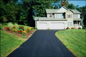 How thick should asphalt be on your driveway?